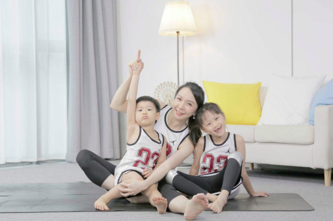 11堂亲子瑜伽课:瑜伽皇后唐幼馨携2宝亲身打造-第46张图片-爱课啦