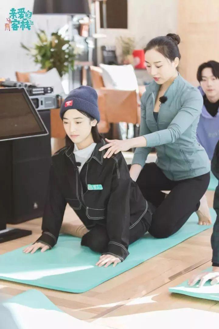 """维密私教美腿秘籍:减腿围 · 消肌肉 · 矫正腿型,每天15分钟练出""""女神腿""""-第20张图片-爱课啦"""