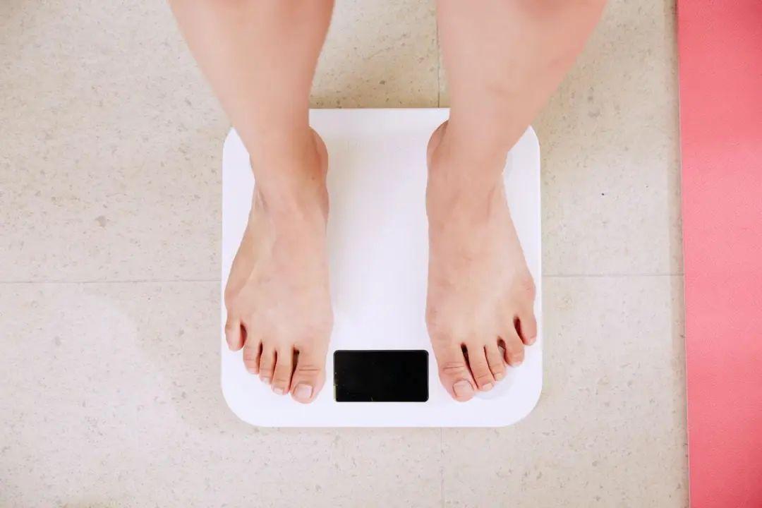 """1个月暴减25斤——健身房会关张的吃""""瘦""""法,全网80万粉丝追随-第3张图片-爱课啦"""